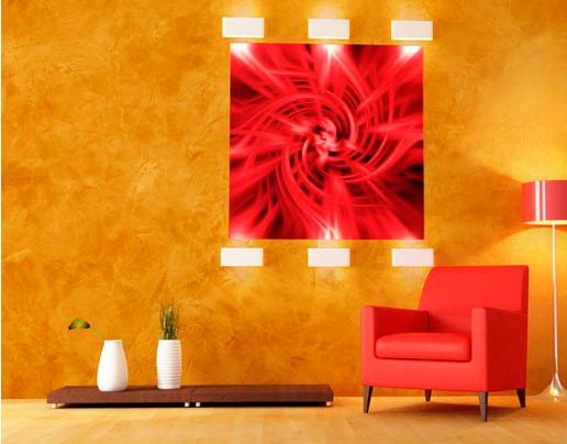 Венецианская штукатурка и красное кресло