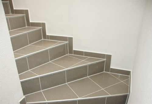 лестница отделанная керамогранитом