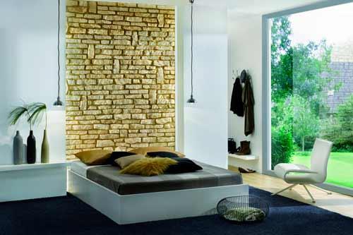 акцентная стена спальни из декоративного камня