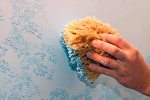 нанесение фактурной краски губкой