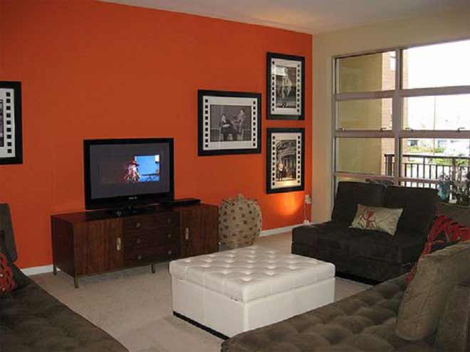 стена окрашенная в оранжевый цвет