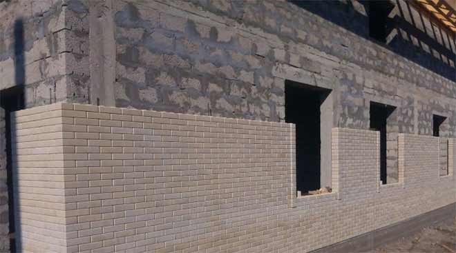 отделка фасада гиперпрессованным кирпичем