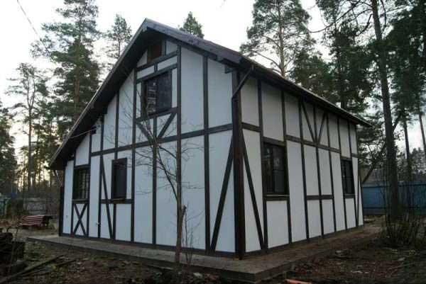 покрашенный дом из осп