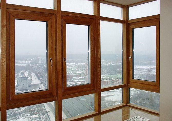 Деревянные окна со стеклопакетами.
