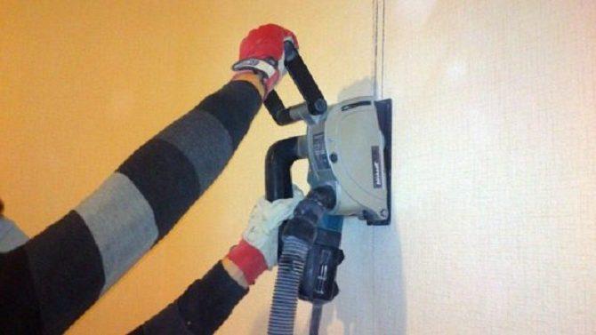 Штробить стену дома