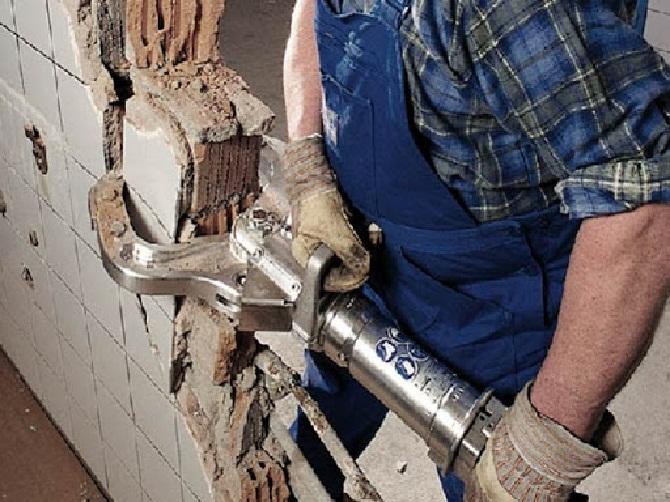 Как разобрать кирпичную стену
