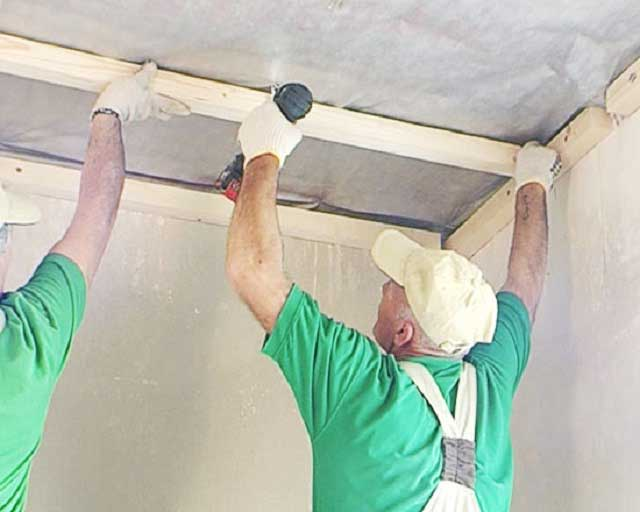 монтаж деревянного каркаса на потолок
